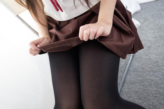 这里有个足控小萝莉 清纯丝袜