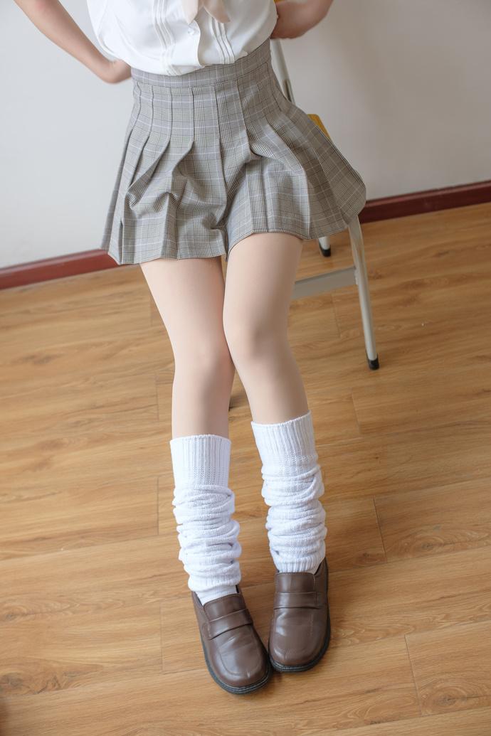 清纯学妹的肉色丝袜之下的果腿 清纯丝袜