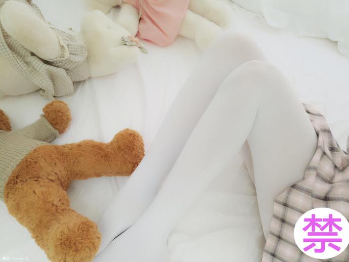 白丝美腿沙发短裙