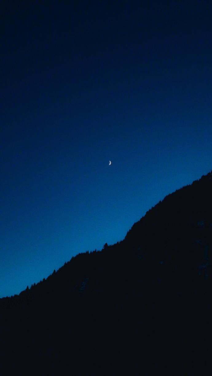 晚安心语句子191016:万物苟且而活,无人会为你背负更多