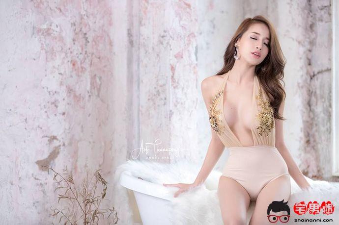 泰国咖啡女神Pichana Yoosuk,邀人傅脂粉,不自著罗衣!