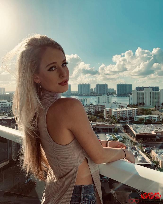 Olivia Squires,性感火辣的金发美女