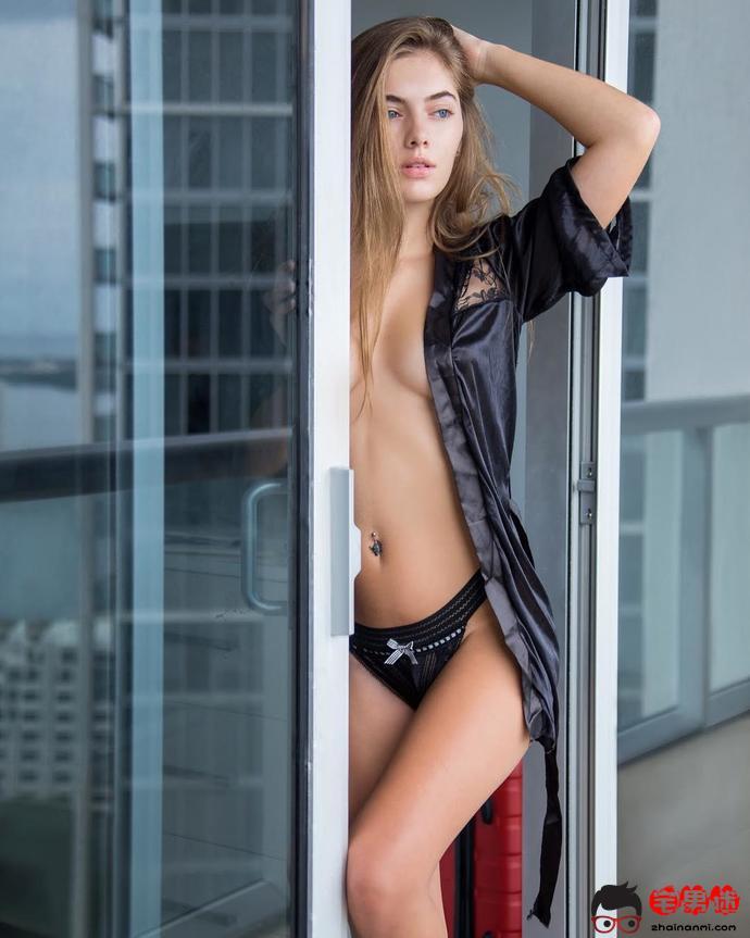 Sirina Jordyn,清纯的外表却散发着浓浓的性感