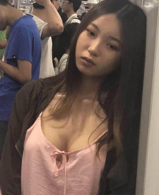 地铁厌世妹
