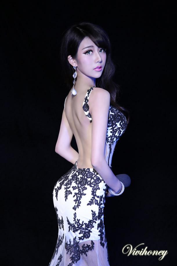 宅男福利:主持夏小薇前凸后翘的极致生活照片