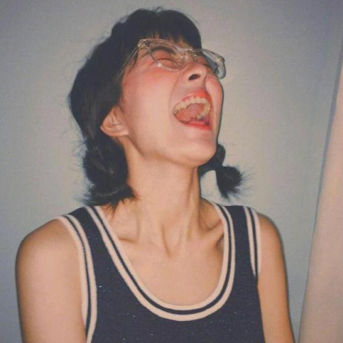 晚安心语语录200106:傲慢让别人无法来爱我,偏见让我无法去爱别人