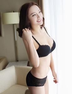 【秀人网】帮美女穿睡衣夏茉GIGI酮体诱人