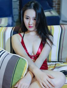 18岁中学生房乳全景无庶档 看美女冼澡图片