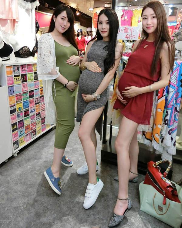 【刘嘉姵】网红美女网红主持与闺蜜集体拍孕妇照 孩子爸爸去哪了?