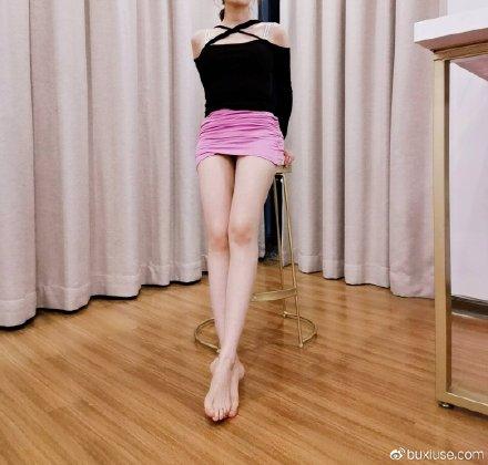 秀一下粉裙子