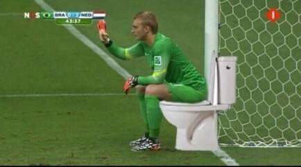 荷兰门将西勒森做了个不该做动作,于是惨遭网友PS…