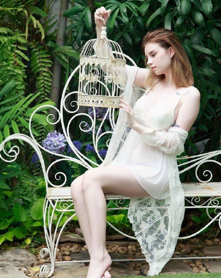 泰国爱尔兰的混血模特Jessie Vard,肤如凝脂腰细腿长而且颜值还这么高https://www.hiquer.com
