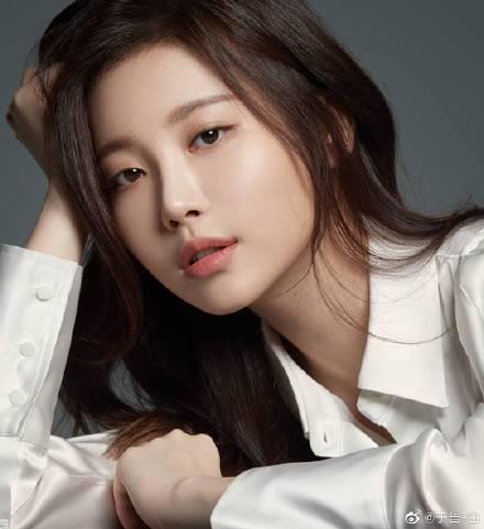 美女出处:韩国女团Girls Day成员-金亚荣 搞笑gif 热图2