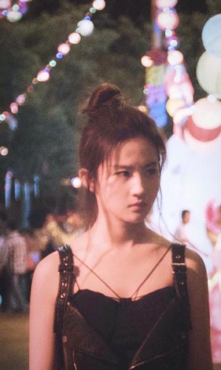 刘亦菲表态支持香港警察, 外网就开骂,《花木兰》中的军歌了解一下 嗨头条 第6张