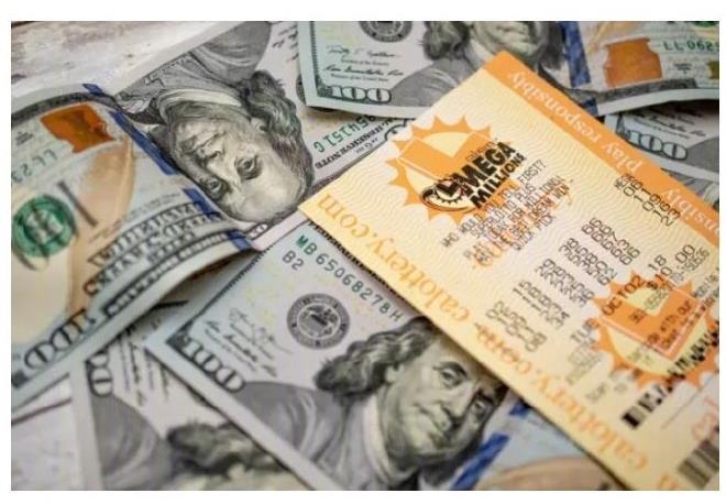 服务员收到彩票当小费中了 1000 万美金,人生却遭遇了各种意想不到的麻烦-前方高能