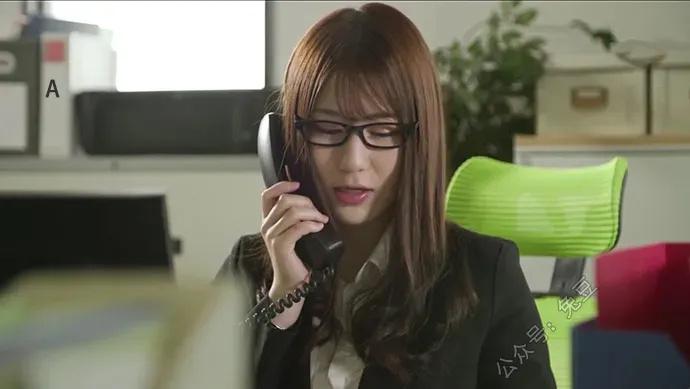 前田桃杏是一家内衣公司的模特