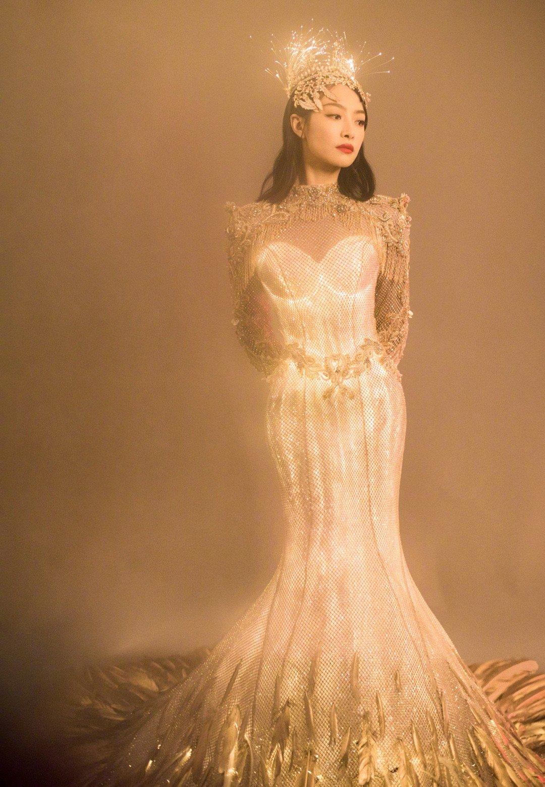 宋茜金鹰女神发光战袍,好美啊