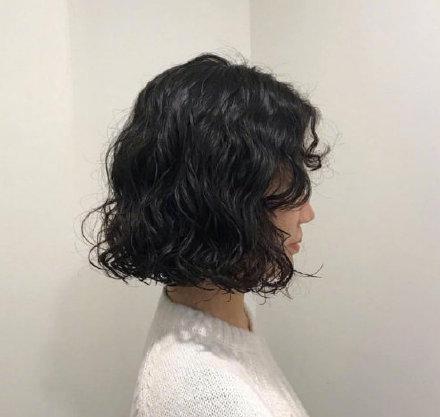 温柔可爱的短发碎花卷发