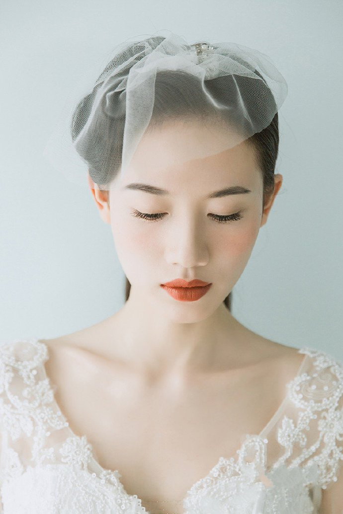 优雅知性的新娘发型低马尾图片