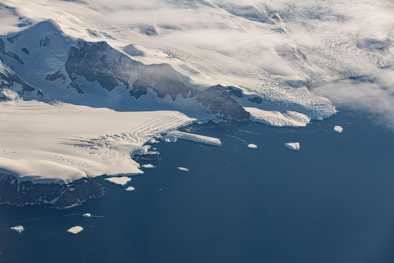 海上冰川积雪图片