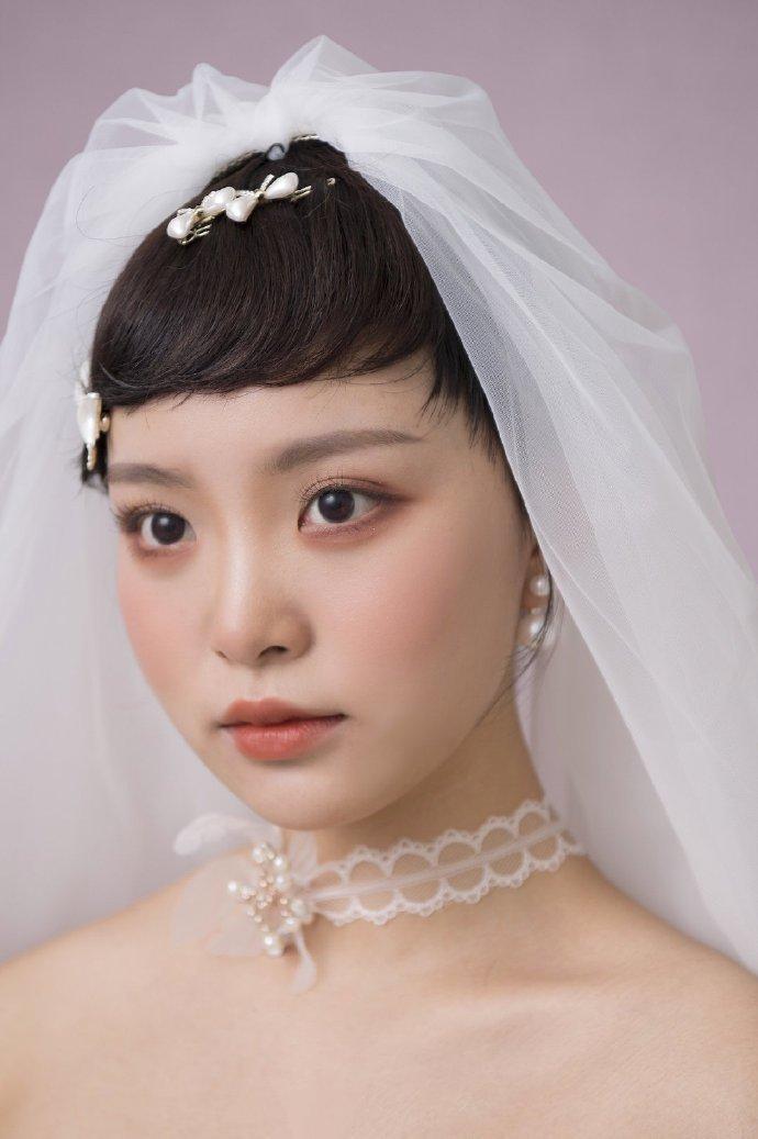 头纱新娘发型眉上刘海短发图片