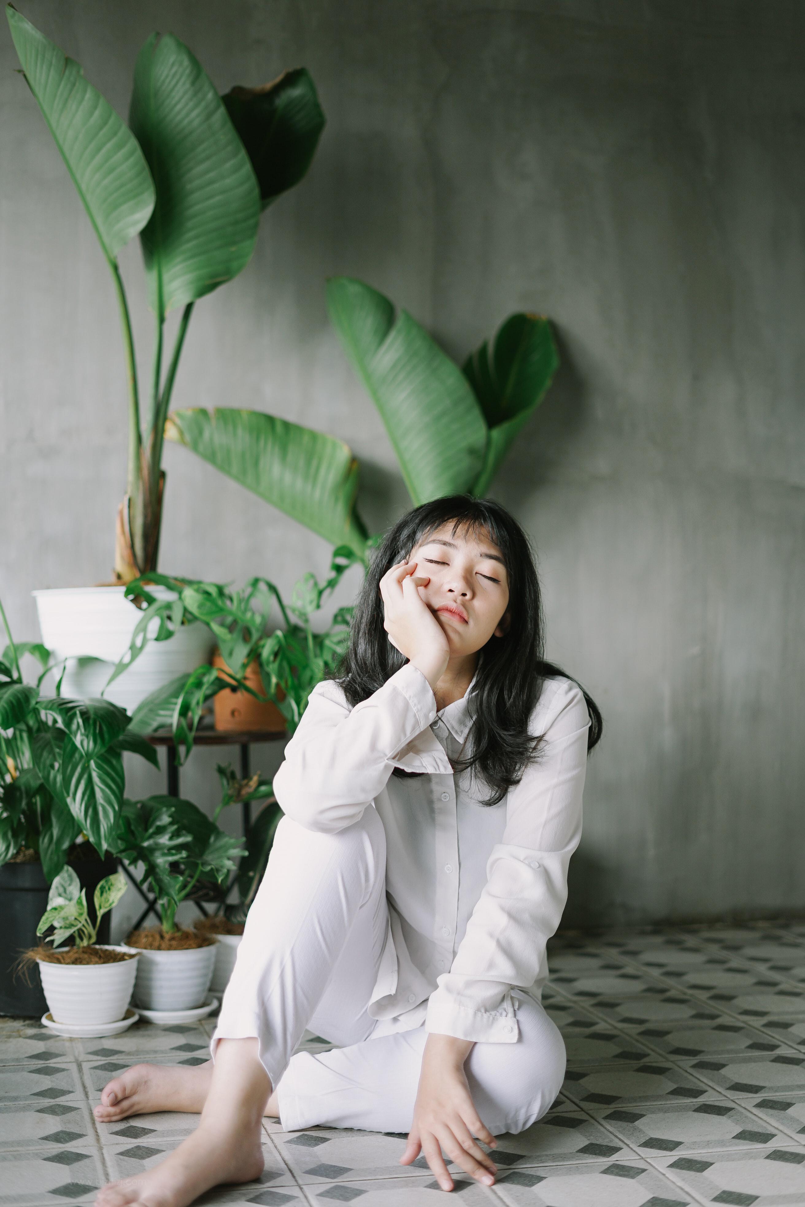 亚洲氧气女孩图片
