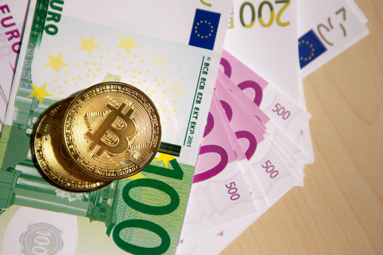 欧元纸币比特币图片