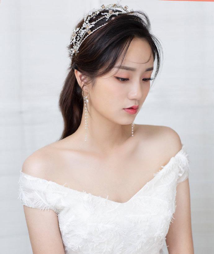 适合戴皇冠的新娘公主发型图片
