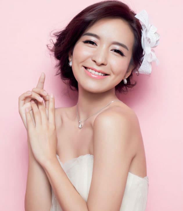 新娘是圆脸适合的发型