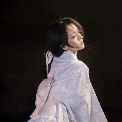 很唯美小众日系风格的意境美女头像