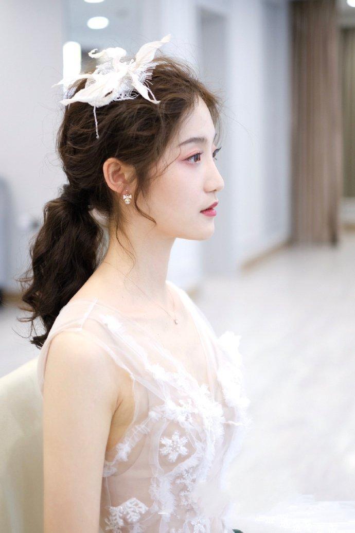 韩式婚纱照新娘发型低马尾扎发