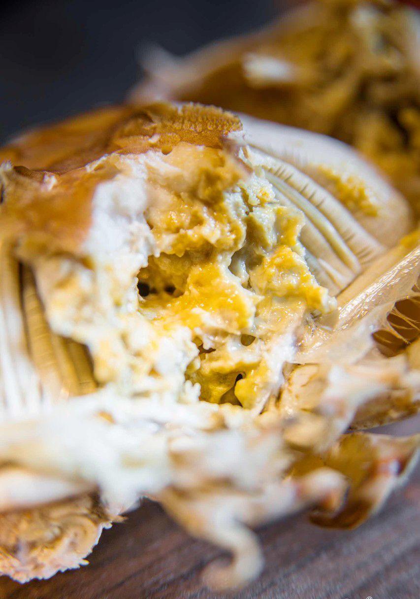 在盔甲下,是香艳动人的蟹膏和蟹黄。 图/图虫·创意