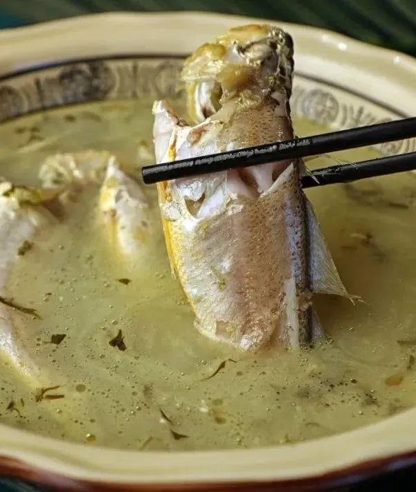 浓稠的汤头,鲜美的黄鱼。 图/图虫·创意