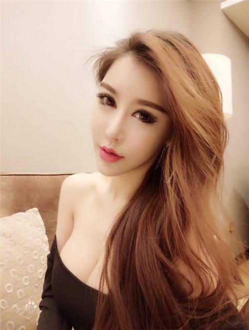 九头身性感妩媚爆乳女神网红Ada王一霏和她的朋友视频