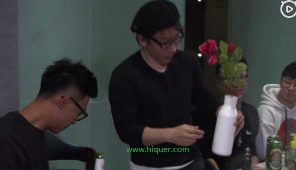 刘谦最新魔术流出,实力打脸质疑:我需要换壶吗 嗨头条 第2张