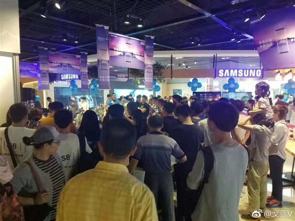 国行三星Galaxy S8今日首卖 线下场面火爆的照片 - 2