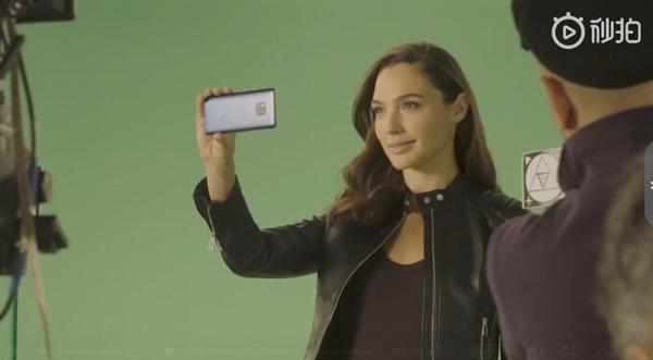盖尔·加朵代言华为Mate 20 Pro广告:女神开保时捷加持的照片 - 1