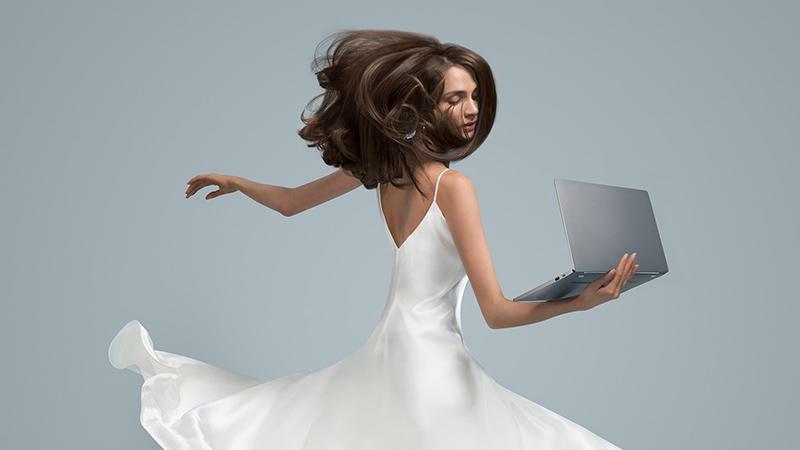 小米笔记本新品3月26日亮相 仅1.07kg 比MacBook Air更轻的照片 - 1