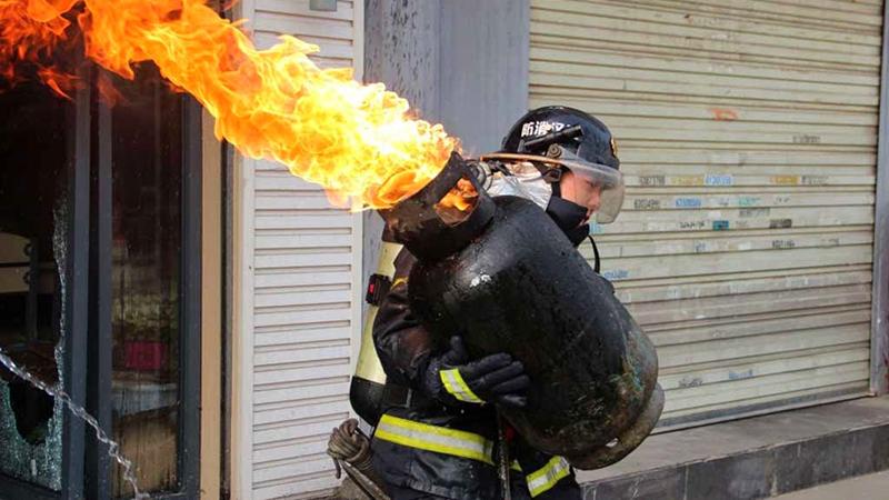 煤气罐着火先关阀门会回火爆炸?中国消防霸气回怼