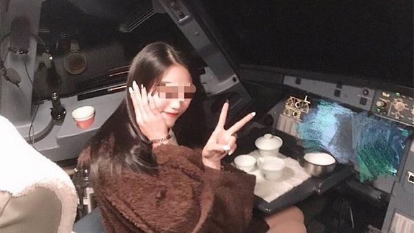进入飞机驾驶舱女:与机长为恋爱关系 空乘专业在校生的照片 - 1