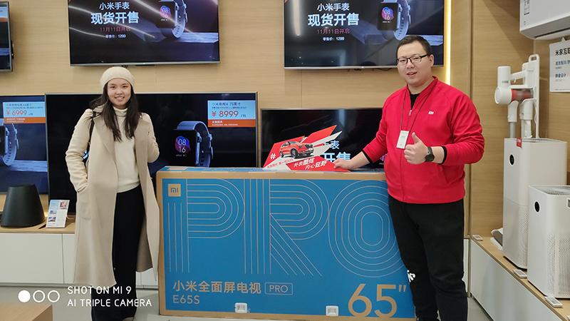外蒙古小姐姐开私人飞机专程来小米之家买电视的照片 - 1
