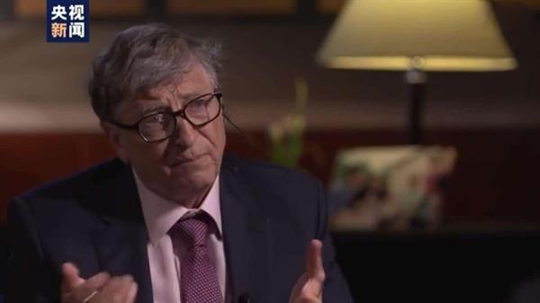 盖茨答白岩松提问:赚钱难 花钱更难 做慈善难上加难