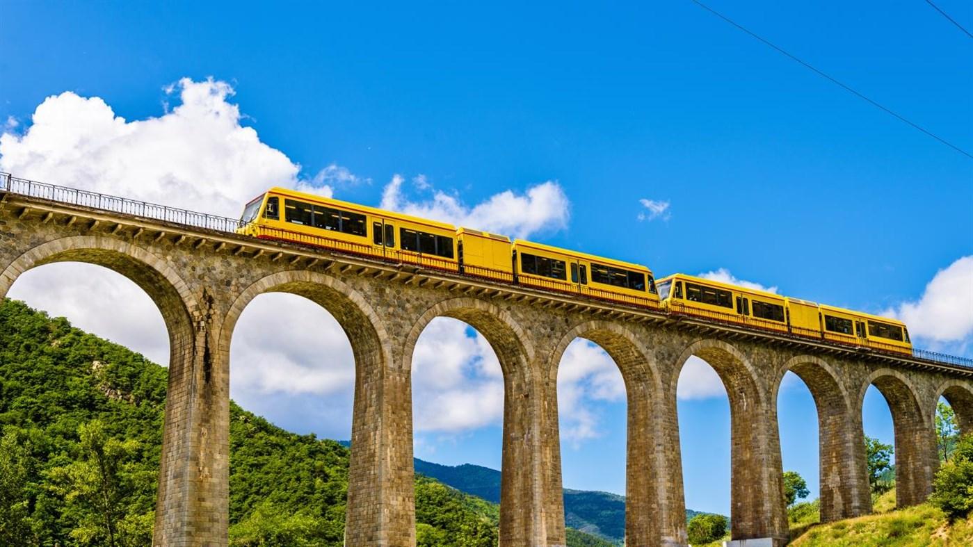 Win10迎来桥梁上的火车4k免费主题的照片 - 2