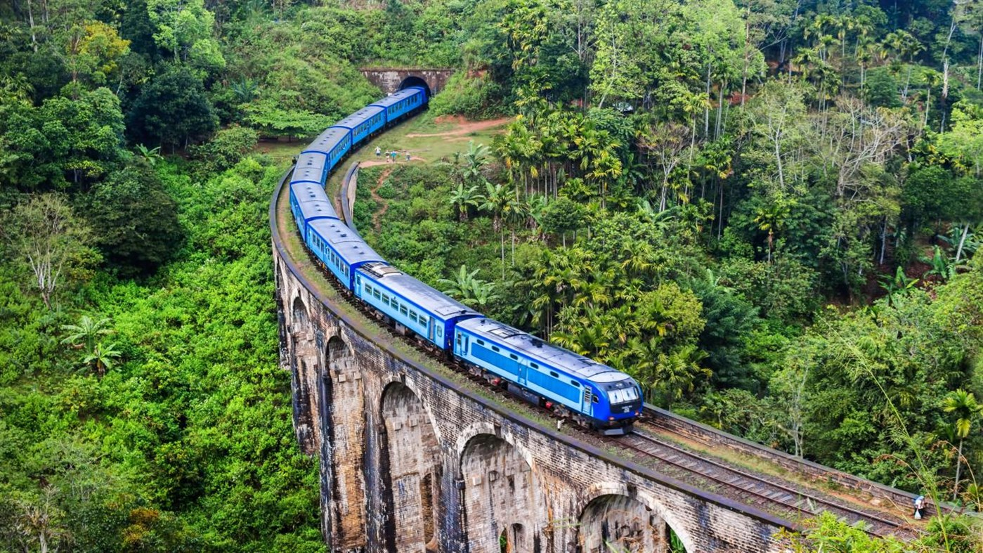 Win10迎来桥梁上的火车4k免费主题的照片 - 4