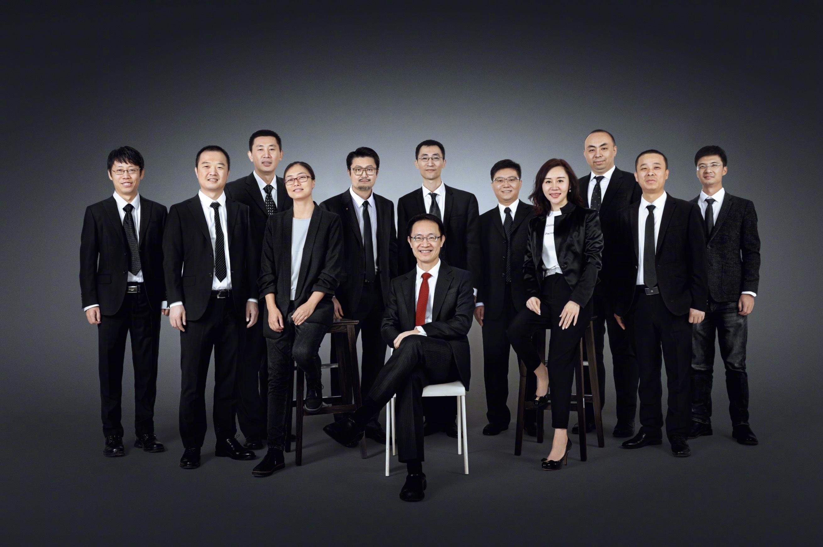 林斌晒小米手机部十二名高管全家福:常程在列的照片