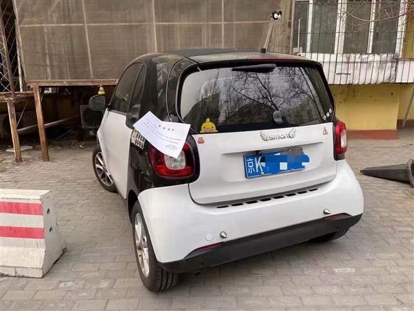 """奔驰Smart被贴""""老头乐""""通知书的照片 - 2"""