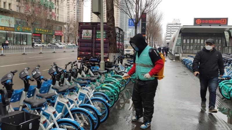 共享单车涨价网友吐槽共享不起 央视:请老板们注意吃相的照片