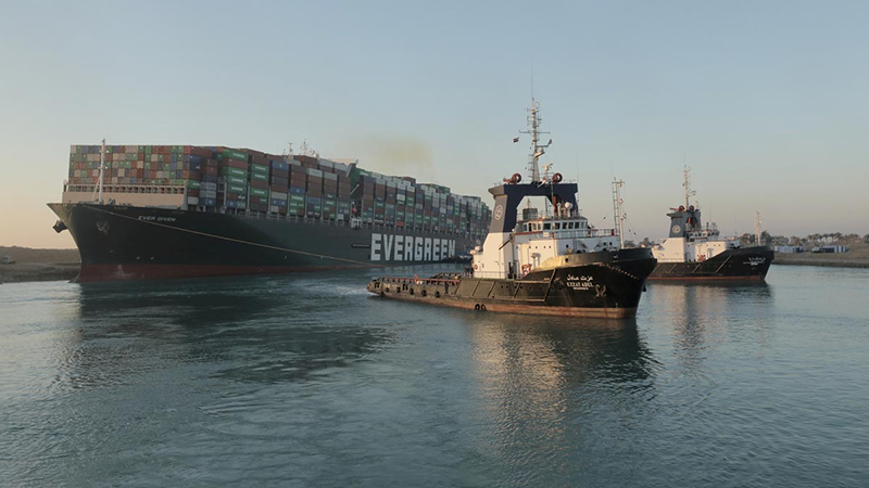 排队过河!422艘船只将在三四天内通过苏伊士运河的照片 - 1