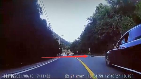 遥控车跑山引热议 当事人回应称遭受到堵门的照片 - 1