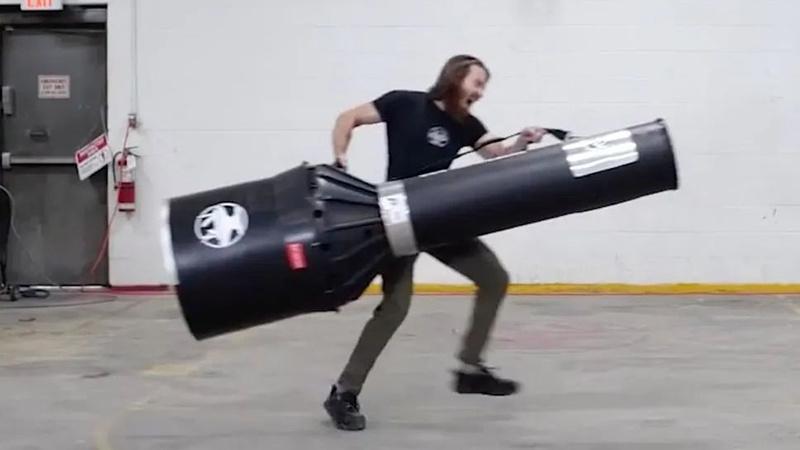 世界上最大的手电筒有多亮?打开后测试仪器当场爆炸